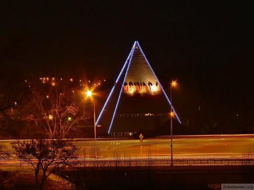 Piramida by night ;-)