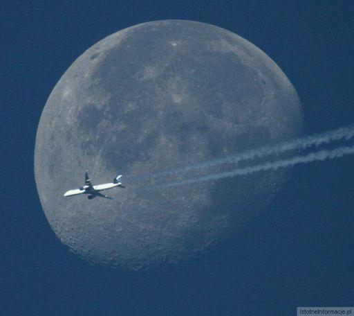 Księżyc z niespodzianką