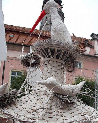 Gniazdo przed ratuszem