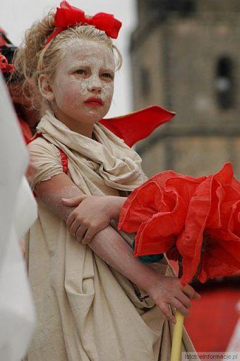 Dziewczynka w czerwieni