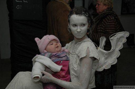 Glinoludka Anielica z dzieciątkiem