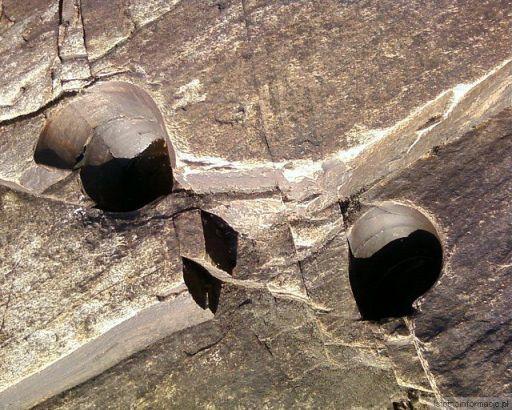 Dziurawe skały