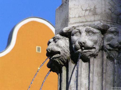 neogotycka fontanna