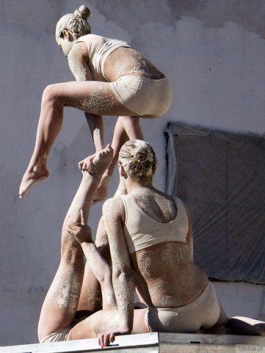 Glinoludy akrobaci