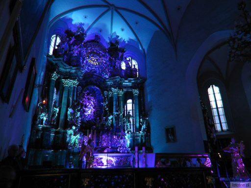 Ołtarz Webera oświetlony podczas koncertu Wratislavia Cantans w