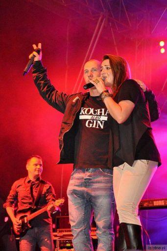 Kasia Wilk i Mezo  -  http://www.youtube.com/watch?v=88Nxkxor1U0