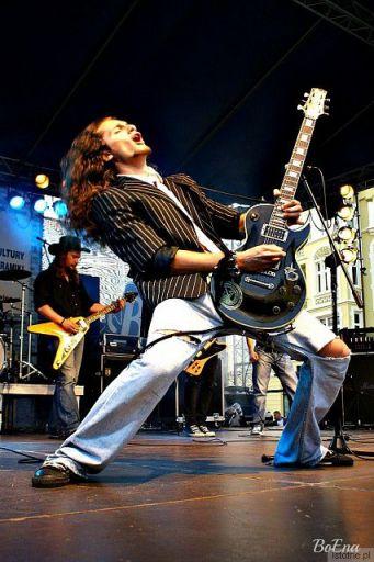 brawurowy  popis gitarzysty