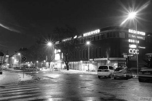 widok na galerię nocą