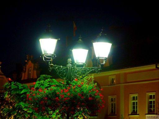 Wrześniowa noc na bolesławieckim Rynku.