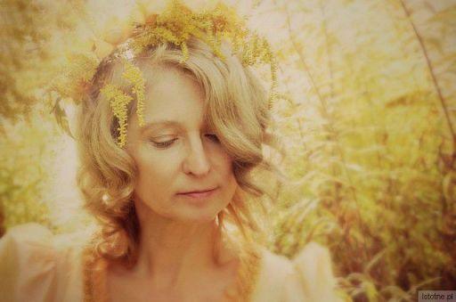 z jesieni , mgieł słońcem złoconych,wiatru powiewu subtelnego..p