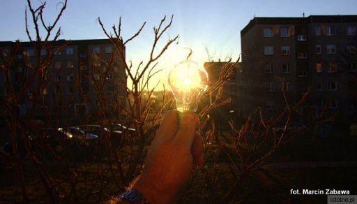 Zachód słońca w żarówce