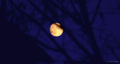 Listopadowy księżyc