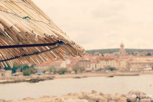 Podróże - wyspa Krk, miasto Krk, plaża