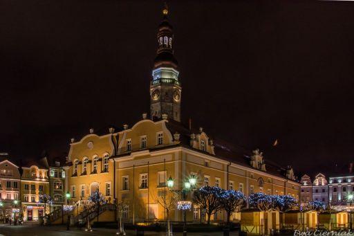 Rynek w Bolesławcu o zmroku