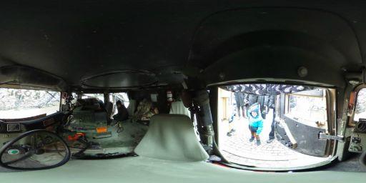 Wnętrze pojazdu wojskowego