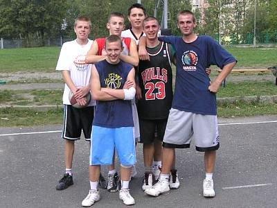 Uczestnicy turnieju koszykówki