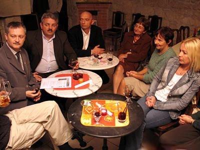 Mieszkańcy Bolesławca rozmawiają o języku francuskim