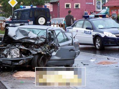 Wrak mercedesa po wypadku