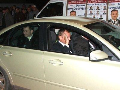 Donald Tusk w samochodzie