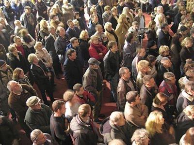 Ludzie na spotkaniu z Donaldem Tuskiem