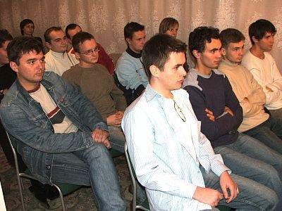 Młodzi ludzie w czasie debaty