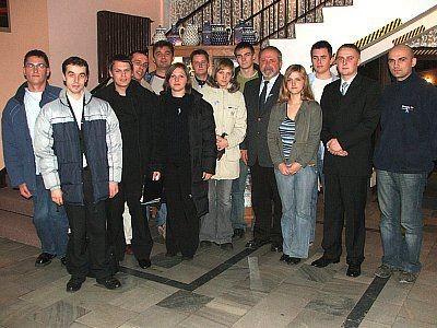 Wspólne zdjęcie uczestników debaty
