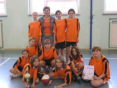 Mistrzowska drużyna dziewcząt ze Szkoły Podstawowej nr 1