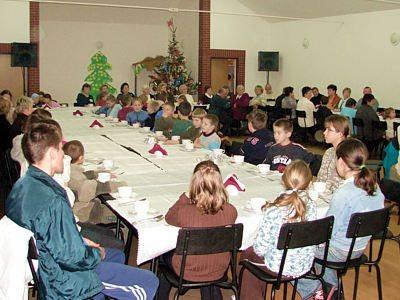 Dzieci w sali w Łaziskach