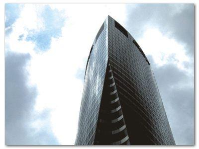 Paryż: Wieżowiec w dzielnicy La Defense