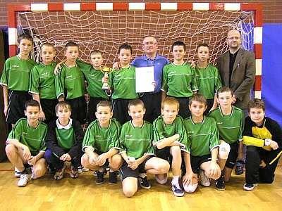 Zwycięska drużyna chłopców ze Szkoły Podstawowej nr 1