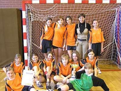 Zwycięska drużyna dziewcząt ze Szkoły Podstawowej nr 1