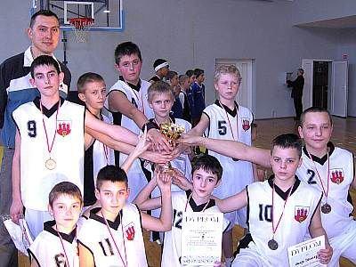 Wicemistrzowie Dolnego Śląska w Mini Koszykówce, chłopcy ze Szkoły Podstawowej nr 4