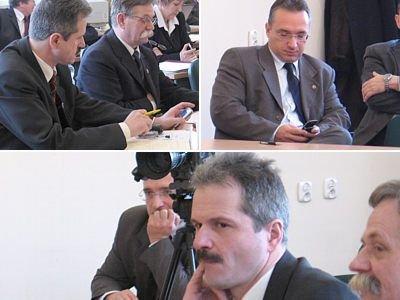 Henryk Jasiński i Piotr Roman często w czasie sesji spoglądali na telefony komórkowe