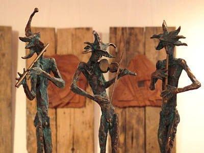 Rzeźby wykonane przez Krzysztofa Brzuzana