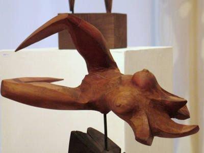 Rzeźba wykonana przez Krzysztofa Brzuzana