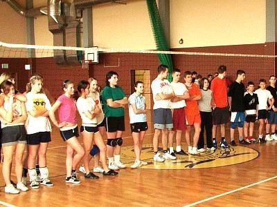 Uczestnicy siatkarskiego turnieju drużyn podwórkowych