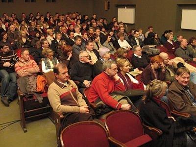 Zaproszenia na premierę dostała połowa widzów