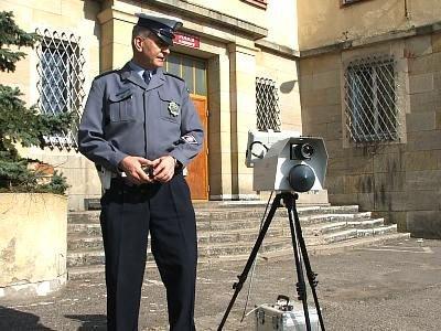 Policjant i fotoradar