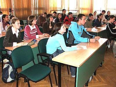 Uczestnicy konkursu wiedzy o UE i stypendiach