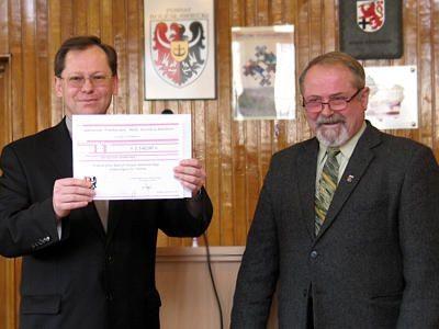 Ksiądz Andrzej Jarosiewicz i Karol Stasik