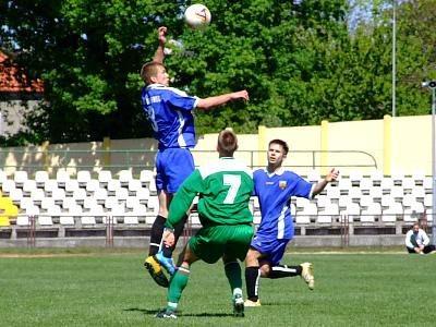Bolesławianie walczą o piłkę