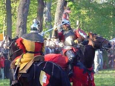 Walka rycerzy na koniach