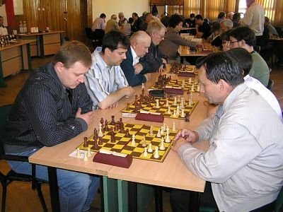 Ludzie grają w szachy