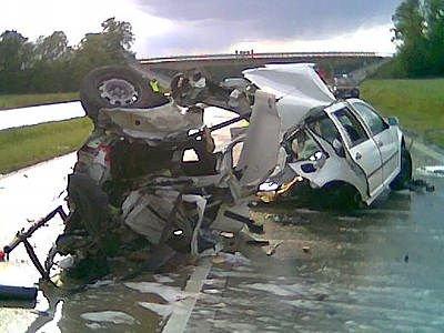 Volkswagen Golf uległ kompletnemu zniszczeniu