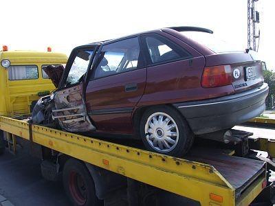 Opel Astra po zderzeniu z busem