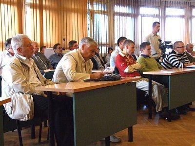 Ludzie na spotkaniu ze Zbigniewem Chlebowskim