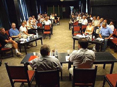 Czonkowie i sympatycy BKS w czasie zebrania
