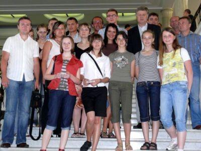 Uczestnicy wyjazdu do Sejmu z posłem Jerzym Szmajdzińskim