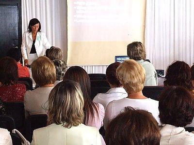Pielęgniarki słuchają wykładu Barbary Podsadnej