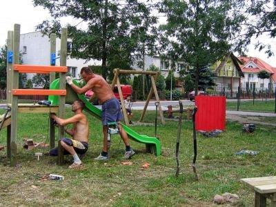 Prace na placu zabaw przy ul. Dolne Młyny